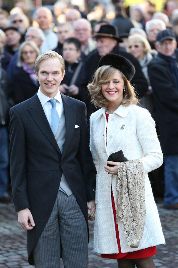 Imre, hermano del novio, y su mujer