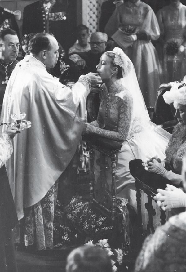 comulgando-en-la-boda-religiosa