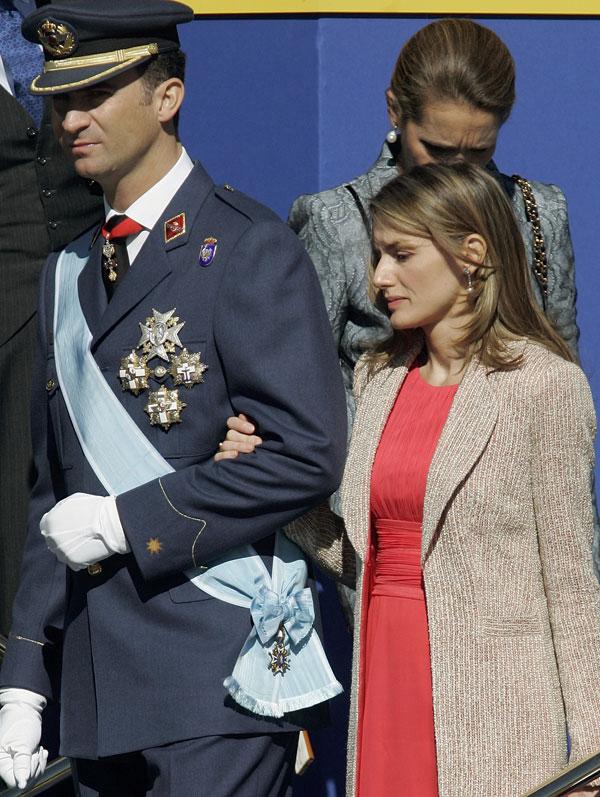 2006-vestido-rojo-y-abrigo