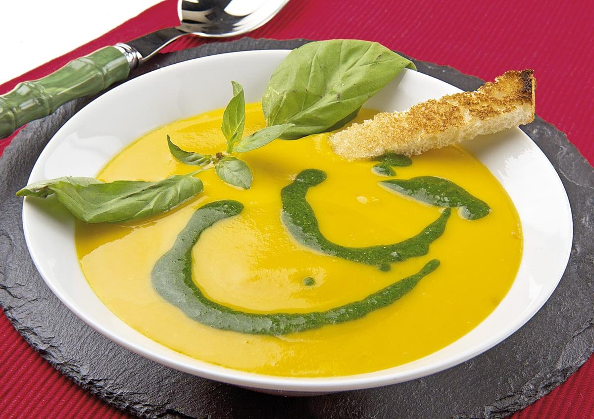 Sopa de calabaza con aceite de albahaca