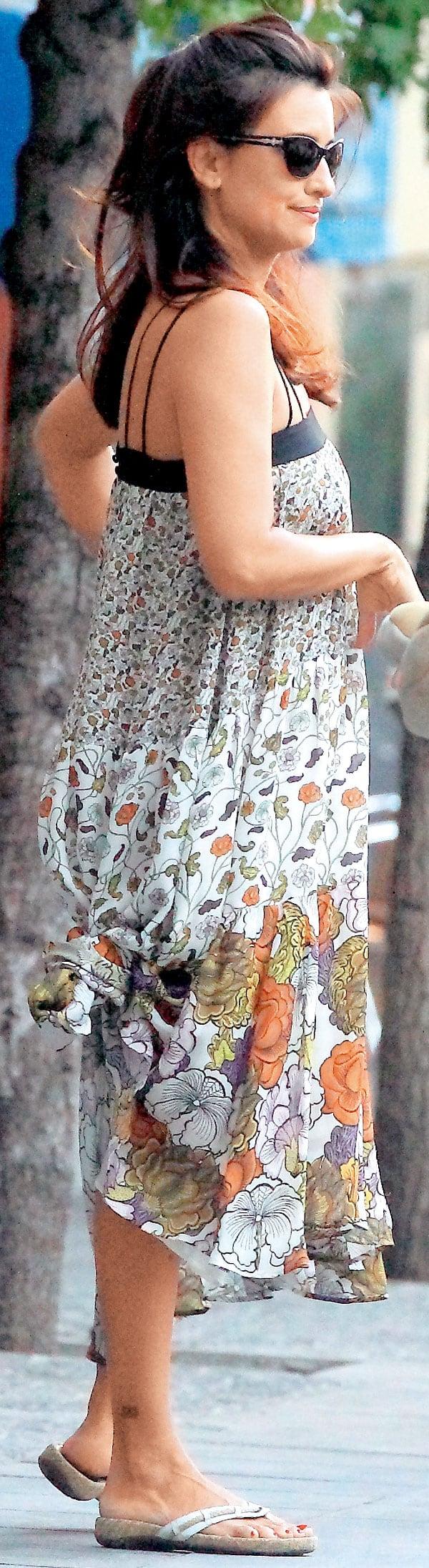 vestido-de-flores-y-de-nuevo-chanclas