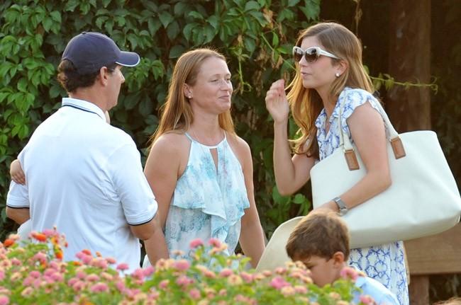 Margarita Vargas, con su padre y la segunda mujer de éste en el Torneo Internacional de Polo de Sotogrande