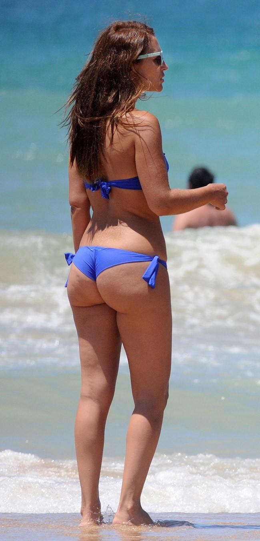 La actriz lució retaguardia con un sexy biquini de Calzedonia