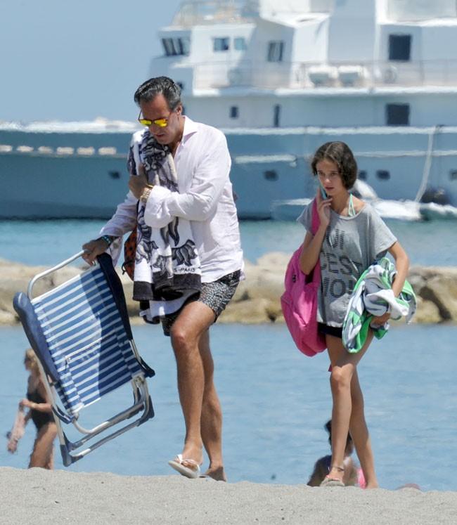marichalar-y-victoria-abandonan-juntos-la-playa