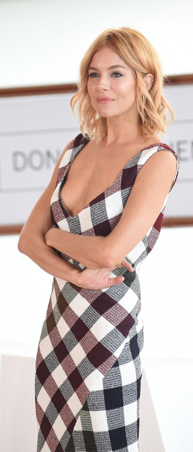 Sienna Miller, una de nuestras IT girls favoritas, derrochando estilo en San Sebastián