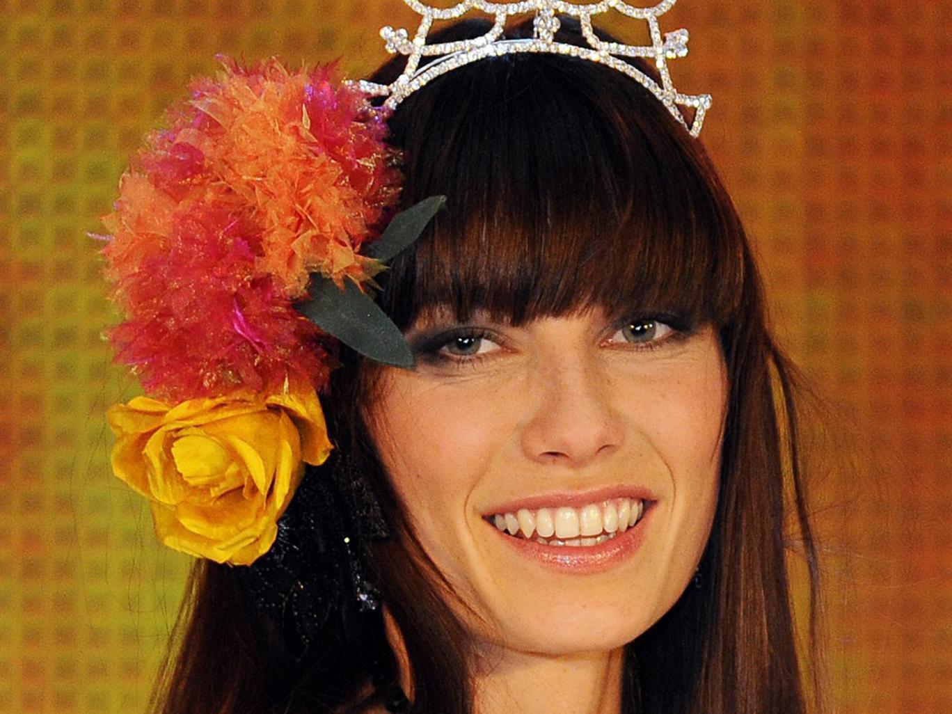 La joven Enam cuando fue coronada como Miss Austria en 2013