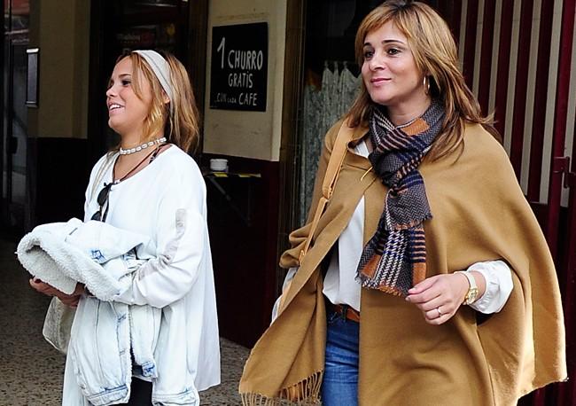 Pese al calor de Madrid, Ana María iba vestida muy invernal, con poncho, botas y bufanda