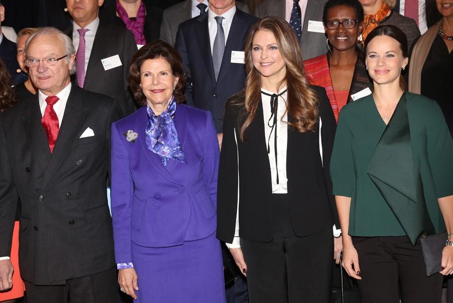 Las dos princesas con los Reyes Carlos Gustavo y Silvia de Suecia