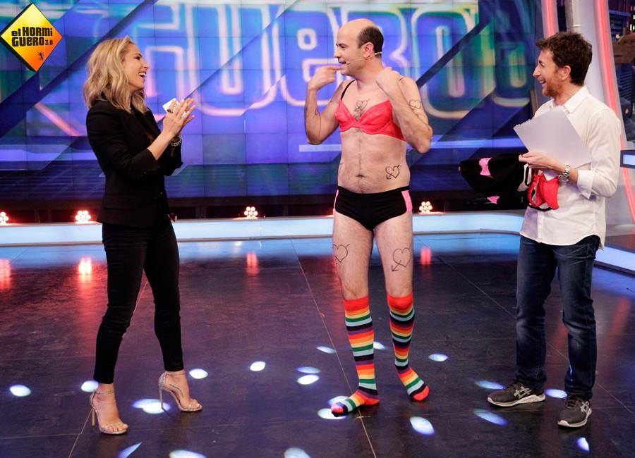La actriz española disfrutó como una niña con las bromas del programa