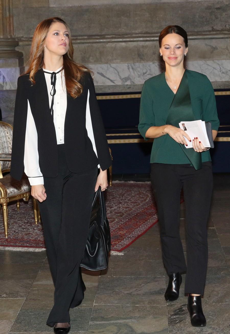 Otra imagen de las dos princesas