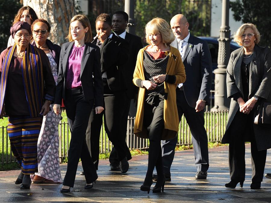 Aquí podelos ver a Letizia, con María Teresa Fernandez de la Vega y la alcaldesa de Madrid, Manuela Carmena