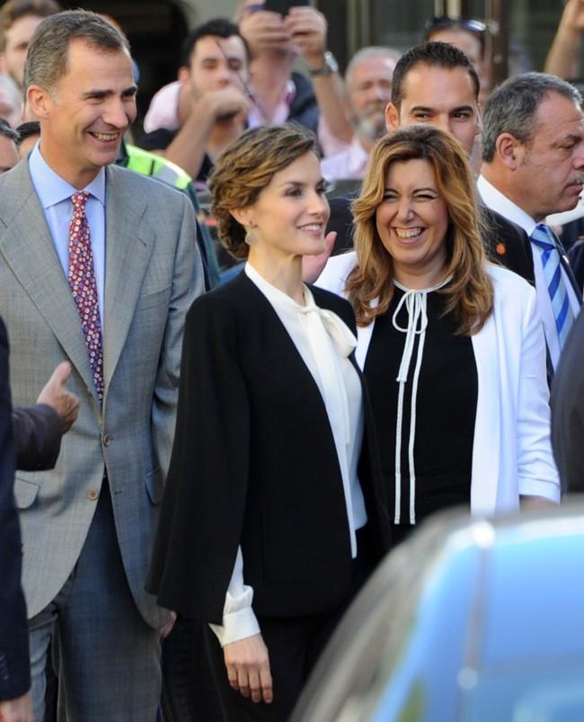 Felipe y Letizia, muy sonrientes con Susana Díaz, la Presidenta de la Junta de Andalucía