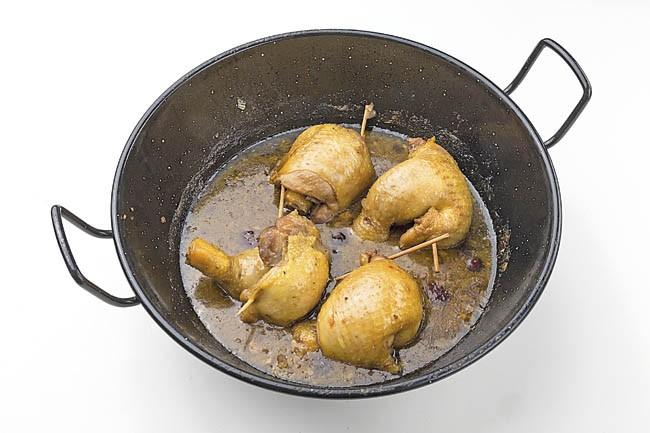 Jamoncitos de pollo rellenos de frutos rojos