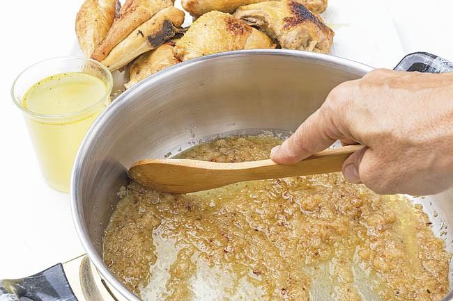 Pollo en salsa de huevo