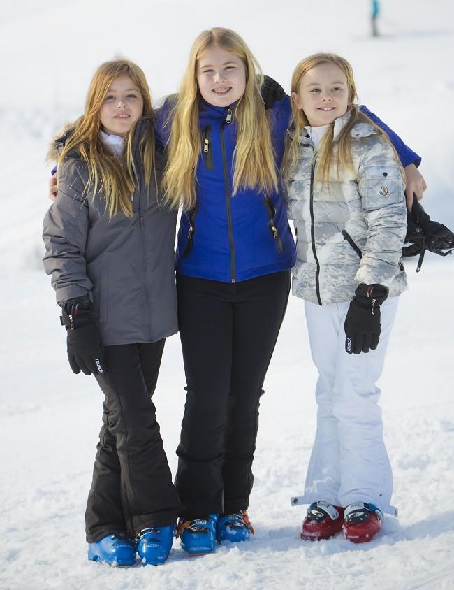 Las tres hijas de los reyes de Holanda durante sus vacaciones de esquí