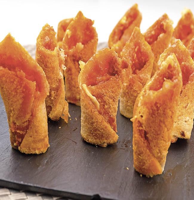 Canutillos de queso y sobrasada