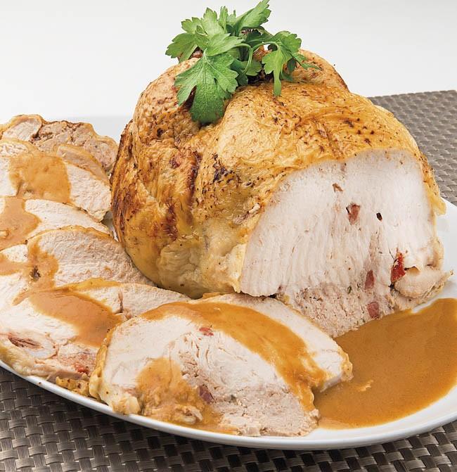 Capón o pollo relleno y asado