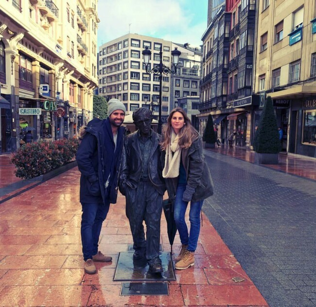 Sibi Montes y su novio Álvaro Sanchís este domingo en Oviedo