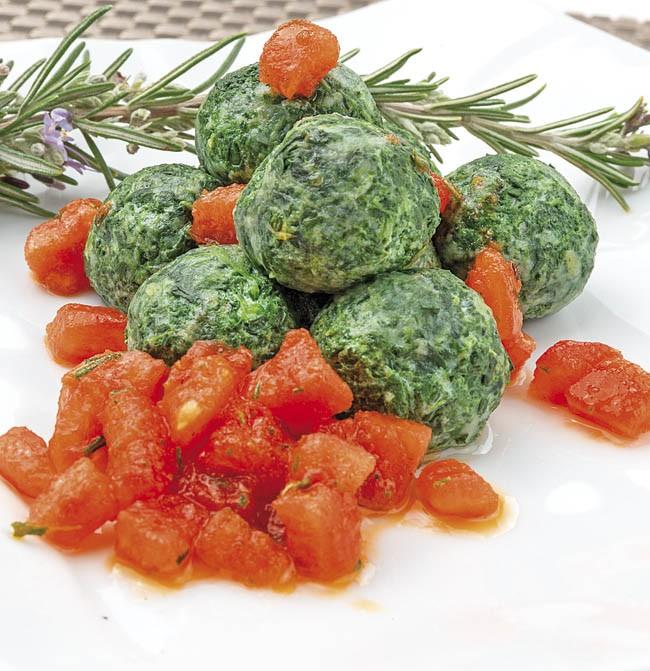 Ñoquis verdes con tomate concassé