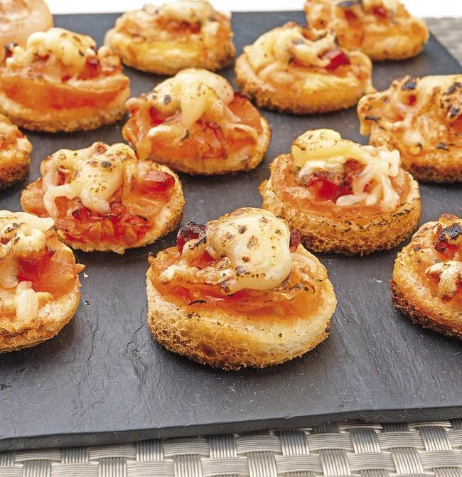 Tomate, bacon y mozzarella gratinado