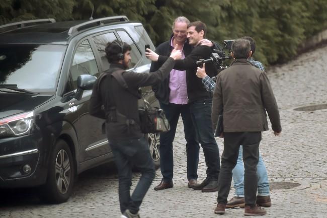 Un momento del rodaje de 'En la tuya o en la mía' con Iker Casillas