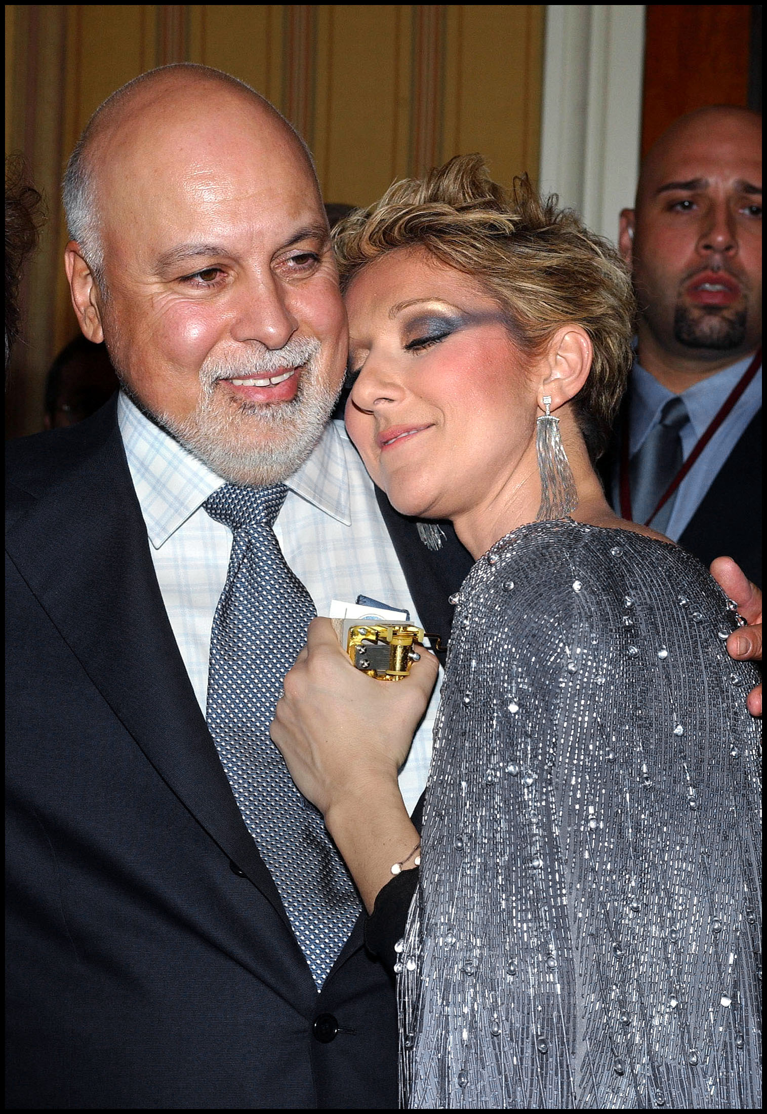 LA CANTANTE CELINE DION CON SU MARIDO RENE ANGELIL EN LA RUEDA DE PRENSA DE PRESENTACION DE SU NUEVO ESPECTACULO Lionel Hahn / ABACA 43921 - 4 / ©KORPA 25 / 03 / 03 . LAS VEGAS  *** Local Caption *** © Lionel Hahn/ABACA. 43921-4. Las Vegas-NV-USA. 03/25/03. Rene Angelil and Celine Dion posing at the press conference following the premiere of Celine Dion's new show, A New Day at The Colosseum at Caesars Palace.