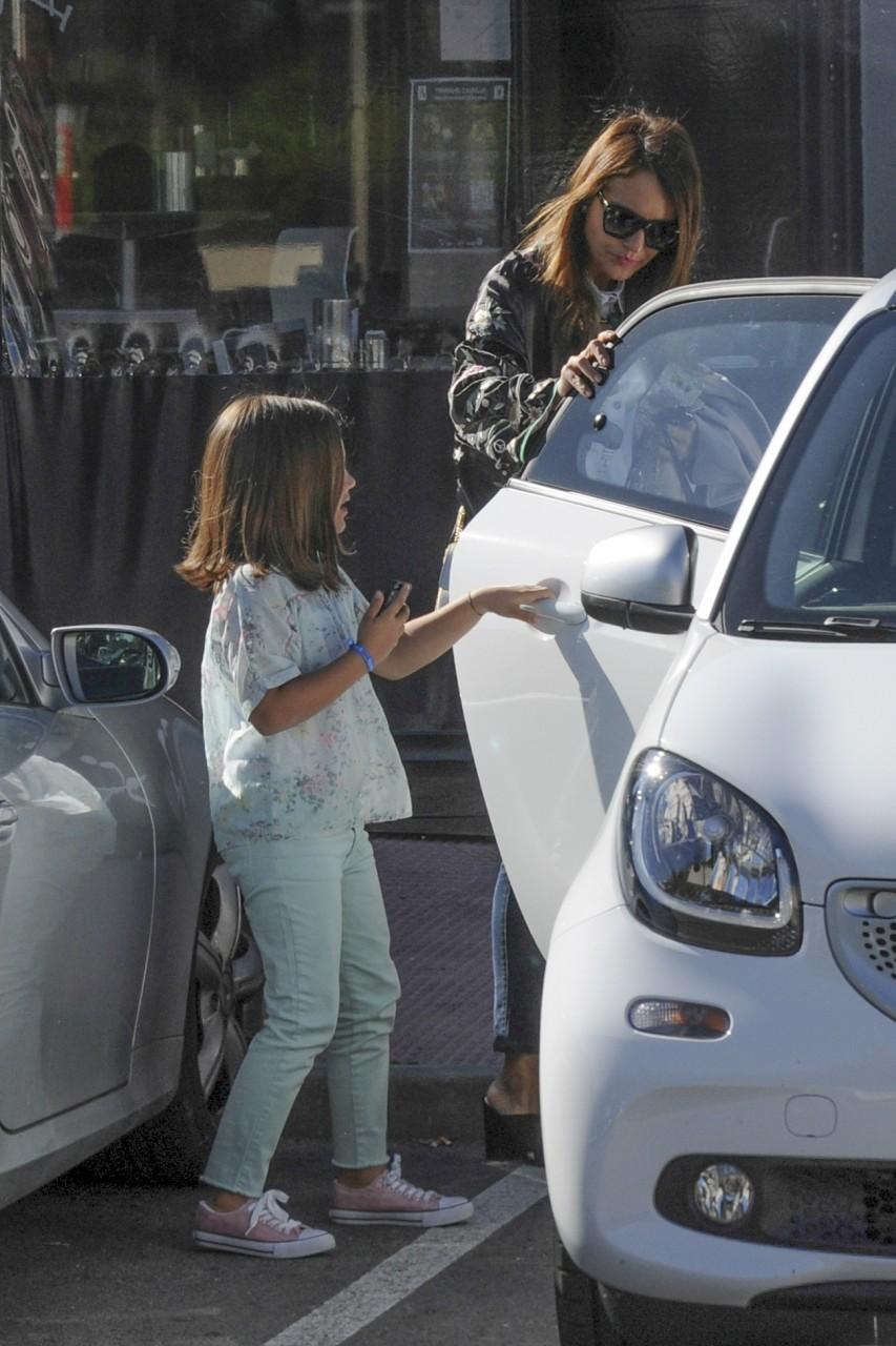 La actriz Paula Echevarría con su hija Daniella Bustamante por las calle de Madrid. 01/05/2016 Madrid