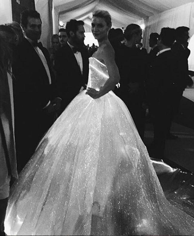 Sorprendida con su vestido, Claire Danes no dudó en compartir una imagen de su 'look'.