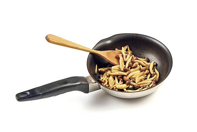 Ensalada tibia de setas y hongos