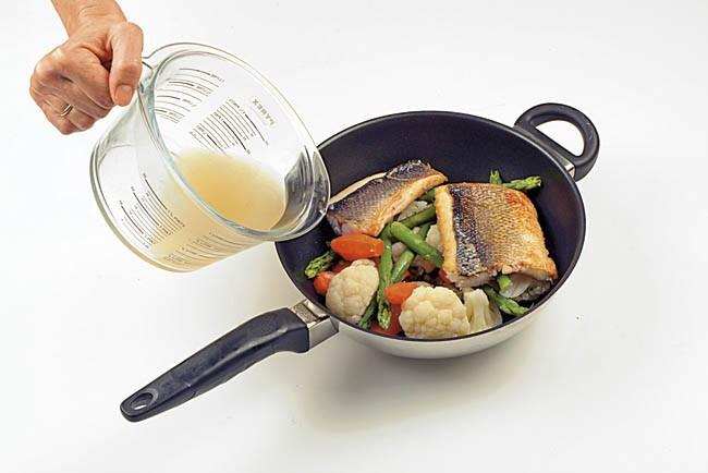 Lubina en cazuela con verduras