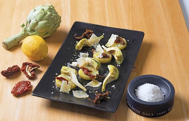 Alcachofas crudas marinadas en ensalada