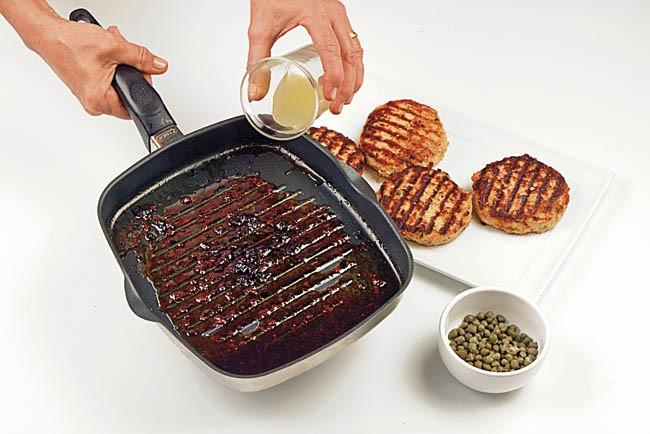 Hamburguesa de pavo con salsa de alcaparras