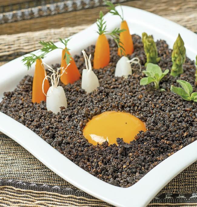 Huevos trufados con mini hortalizas