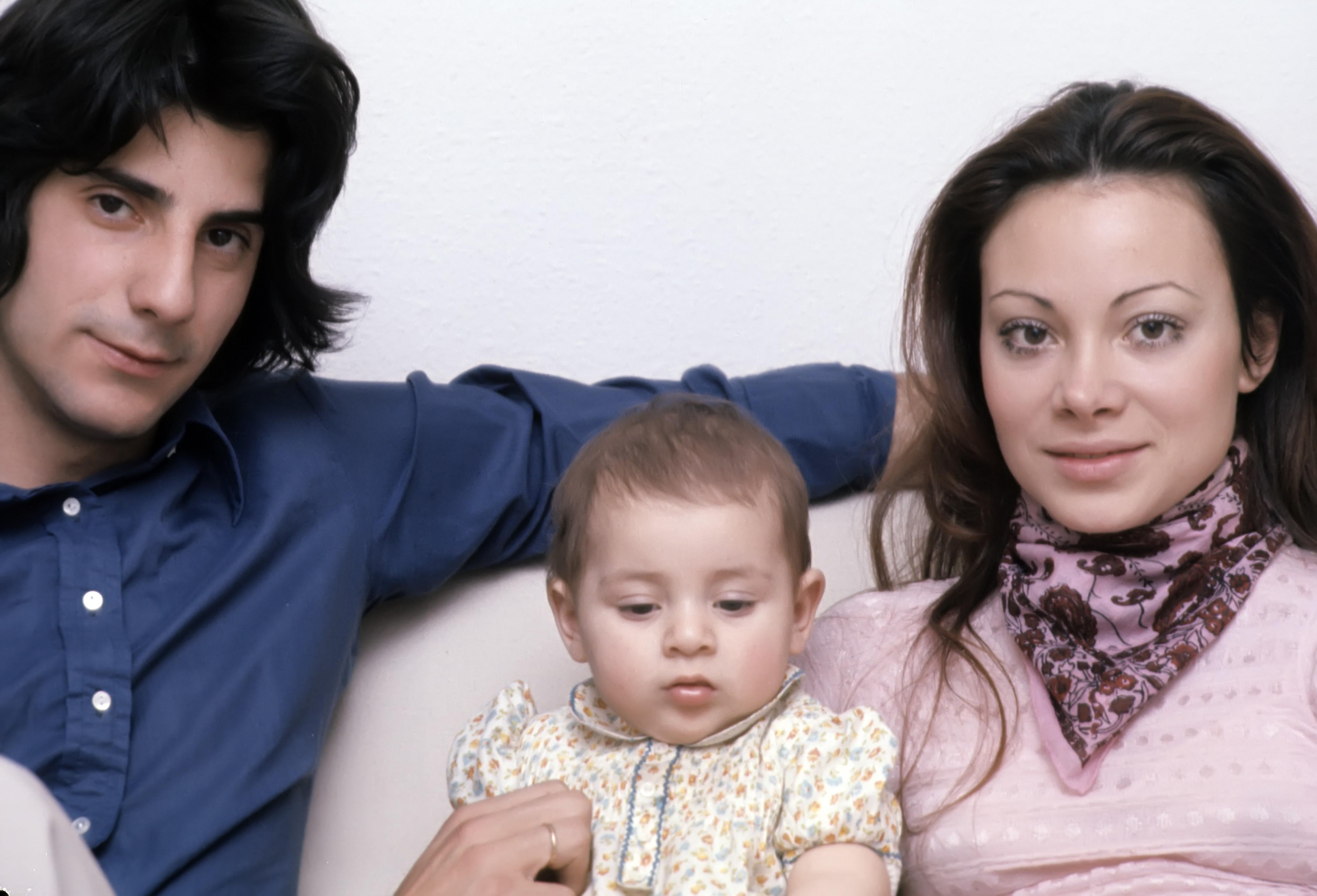 su-primer-amor-su-familia