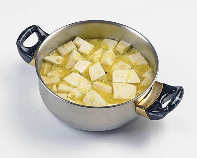 Crema de apionabo con rebozuelos