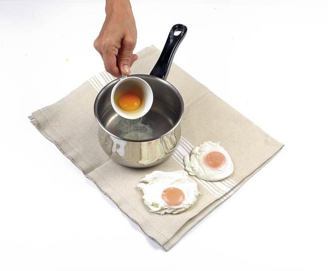 Huevos con espinacas y salsa al curry