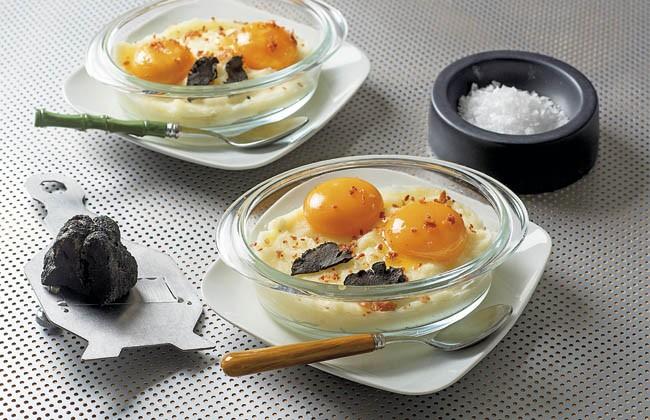 Huevos con puré de patatas a la trufa