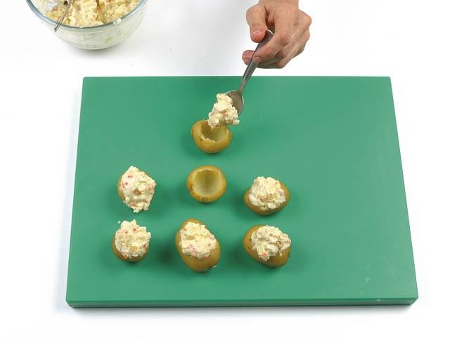 Patatas cocidas y rellenas en frío