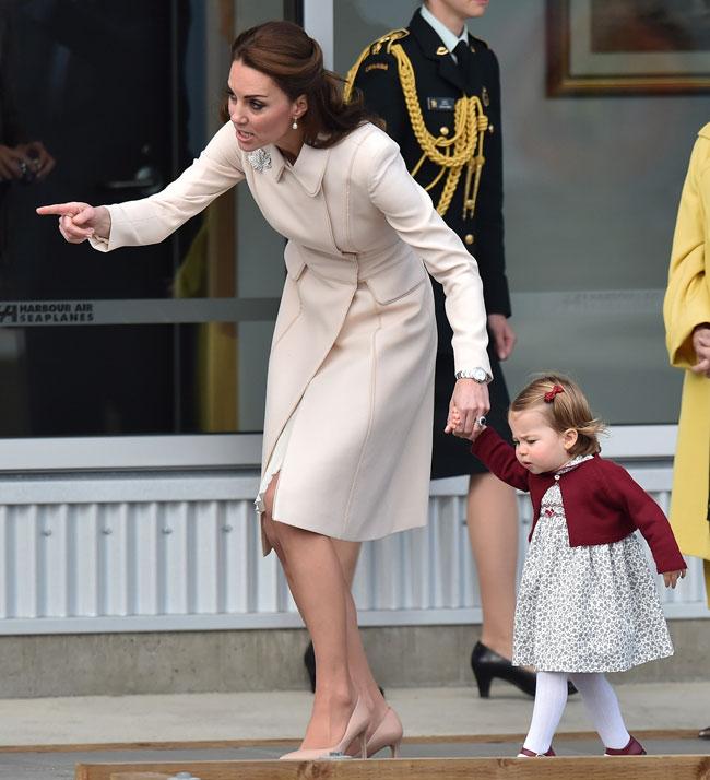 la-duquesa-de-cambridge-muy-atenta-con-su-hija
