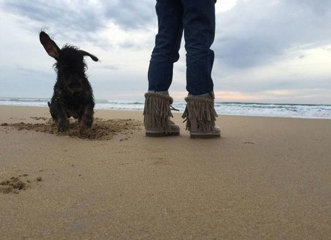 Blanca siempre que puede se va a dar un paseo con su perro Pistacho.