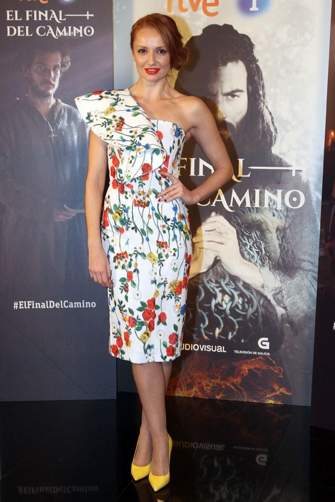 Cristina Castaño en la presentación de su nueva serie El final del camino, de TVE, con un vestido de Dolores Promesas