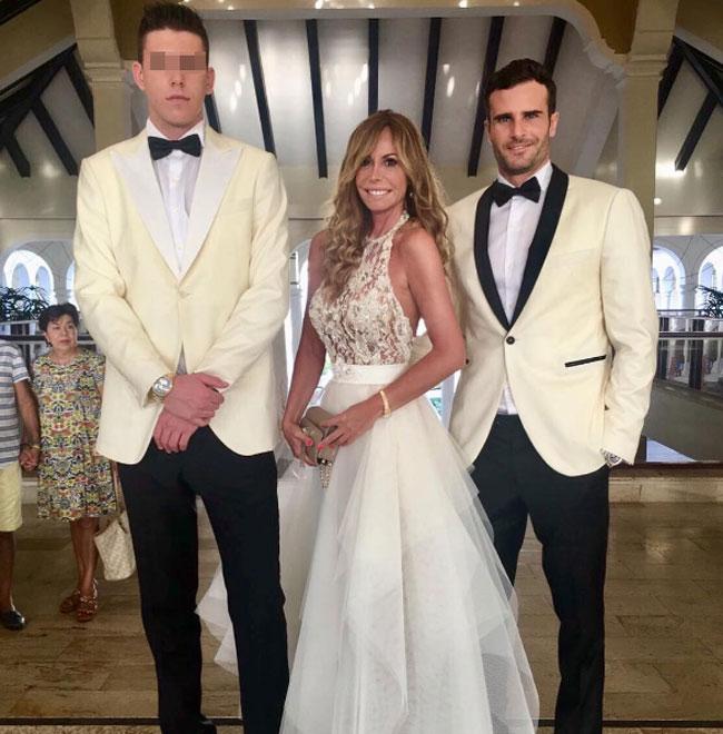 Lara Dibildos fue una de las invitadas a la boda de Álvaro Muñoz Escassi con Raquel Bernal.
