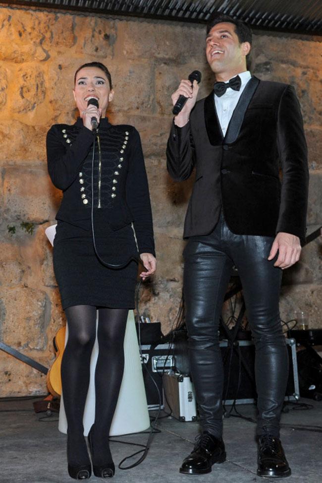 La hija de Andrés Pajares y su compañero, Manuel Romero, se encargaron de recibir el año 2017 en Marbella.