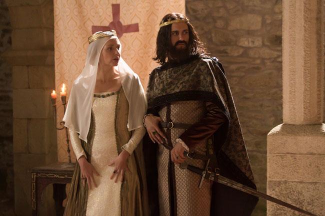 """Cristina Castaño y Asier Eteandía interpretan a los reyes Constanza de Borgoña y Alfonso VI el Bravo en """"El final del camino""""."""