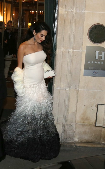 Amal ya presume de embarazo del brazo George Clooney