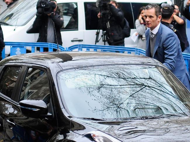 A su llegada a la Audiencia de Palma de Mallorca, Iñaki Urdangarin ha tenido que enfrentarse a insultos.