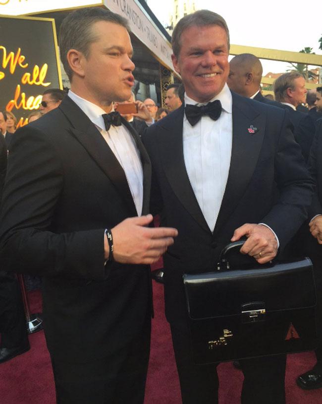 Su foto con Matt Damon se hizo viral al guardar un gran parecido con el actor.