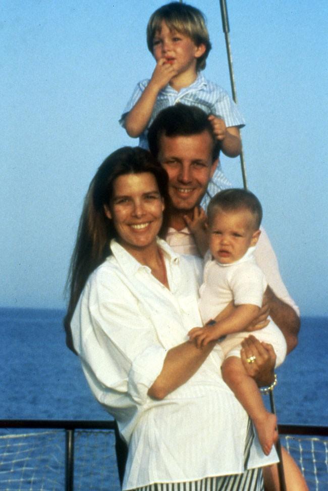Carolina de Mónaco se casó con Stefano Casiraghi en 1999, con el que tuvo tres hijos, Andrea, Pierre y Carlota.