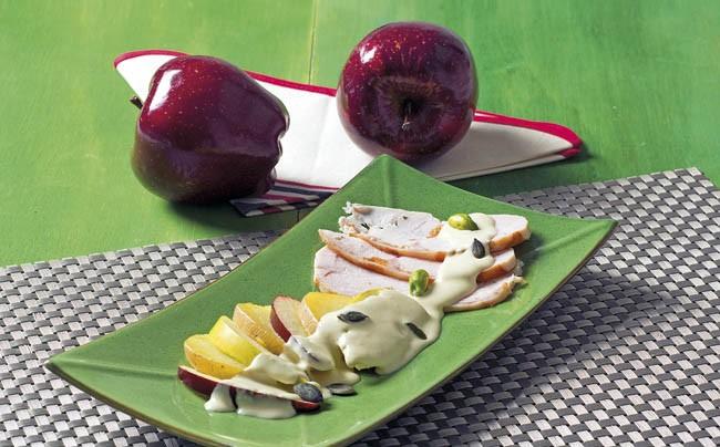 Ensalada con salsa de ajo blanco