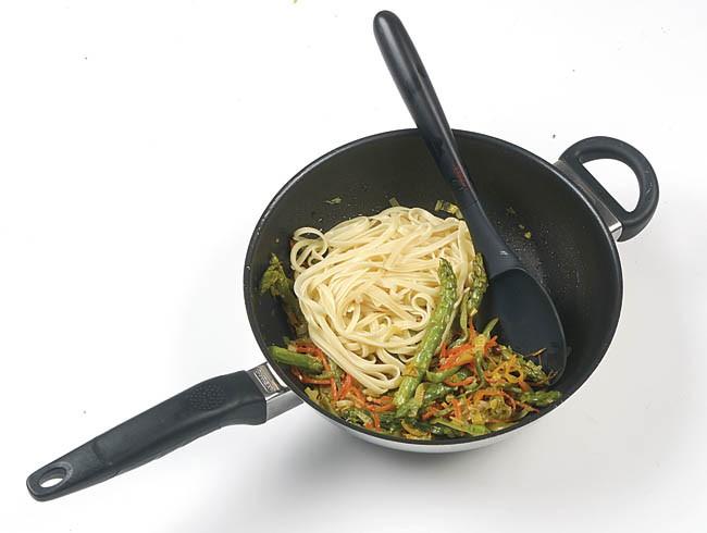 Tallarines con verduras en juliana